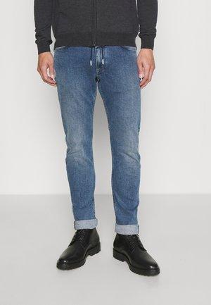UNITY - Slim fit -farkut - mid blue