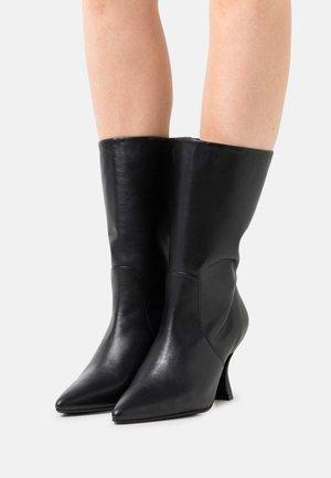 SLFHANNAH POINTY HIGH BOOT  - Klassiska stövlar - black