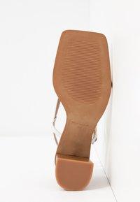 L'INTERVALLE - PASION - Sandály s odděleným palcem - blanco star - 6