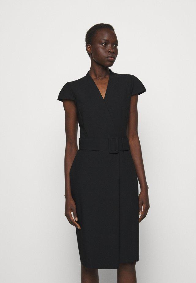 KAMURE - Pouzdrové šaty - black