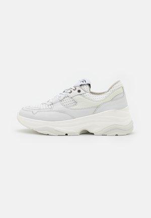 SLFGAVINA TRAINER - Sneakers laag - white