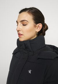 Calvin Klein Jeans - WAISTED LOGO LONG PUFFER - Winter coat - black - 3