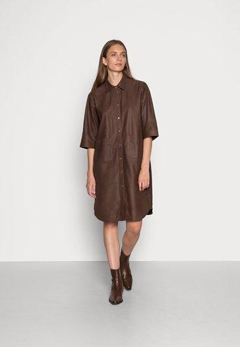 Shirt dress - brownie