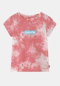 Levi's® - T-shirt z nadrukiem - peony - 0