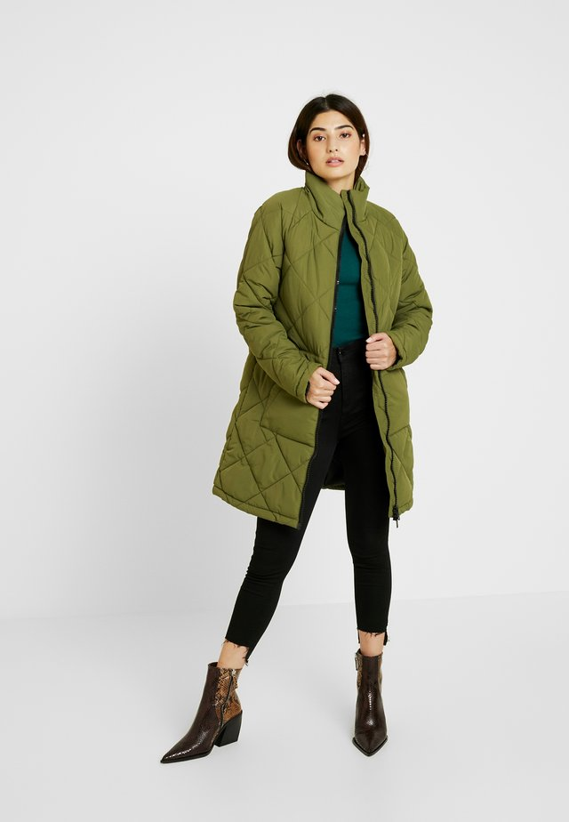 NMMALCOM LONG JACKET - Frakker / klassisk frakker - winter moss