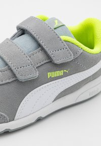Puma - STEPFLEEX 2 UNISEX - Sports shoes - quarry/white/yellow alert - 5