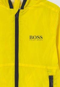BOSS Kidswear - WINDBREAKER - Kurtka przejściowa - yellow - 3