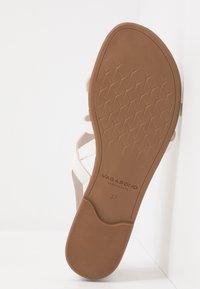 Vagabond - TIA - T-bar sandals - white - 6
