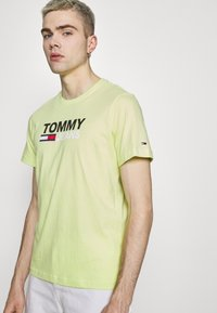 Tommy Jeans - CORP LOGO TEE - Print T-shirt - neon yellow - 3