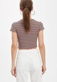 DeFacto - Basic T-shirt - pink - 2