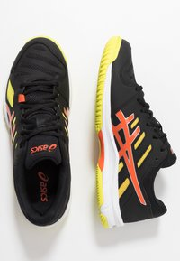 ASICS - GEL-BEYOND - Volleyball shoes - black/koi - 1
