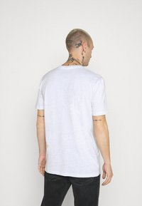 Quiksilver - QUIET DARKNESS  - Print T-shirt - white - 2