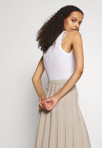 Filippa K - RUBY SKIRT - Áčková sukně - grey beige - 3
