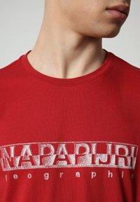 Napapijri - SALLAR - Print T-shirt - old red - 2