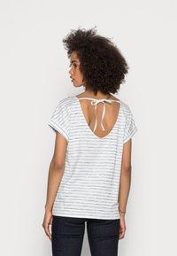 Esprit - STRAPBOW - Print T-shirt - off white - 2