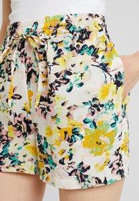 Vero Moda - MIAMI - Shorts - pristine - 4