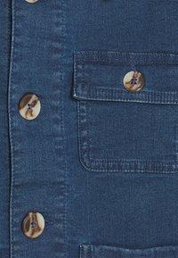 Mini Rodini - DENIM STRAWBERRY SAFARI JACKET UNISEX - Denim jacket - blue - 2