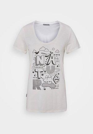 TECH LITE SCOOP NATURE - T-shirts med print - snow
