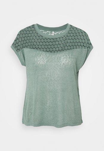 ONLNEW RIE MIX - Print T-shirt - chinois green