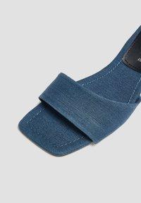 PULL&BEAR - Korolliset pistokkaat - blue black denim - 4