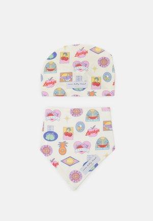 BABY FRUIT STICKER TURBAN AND BIB UNISEX SET - Czapka - multi-coloured