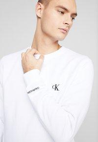Calvin Klein Jeans - ESSENTIAL  - Mikina - bright white - 3