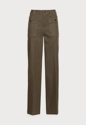 COLETTE BALANCE PANT - Straight leg jeans - grape leaf