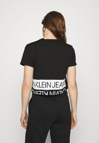 Calvin Klein Jeans - MIRRORED LOGO BOXY TEE - Printtipaita - black/bright white - 2