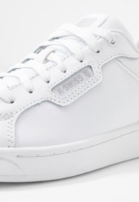 K-SWISS - CLEAN COURT CMF - Sneakers laag - white/gull gray - 3