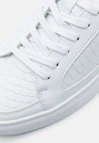 SIKSILK - GHOST - Sneakers laag - white - 5
