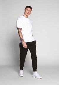 Edwin - KATAKANA EMBROIDERY UNISEX  - T-shirt basic - white - 1