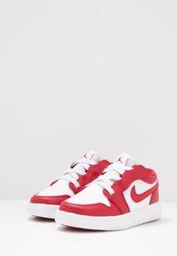 Jordan - LOW ALT - Scarpe da basket - gym red/white - 2