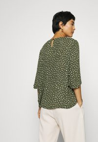 Kaffe - KABILLIE AMBER BLOUSE - Blouse - grape leaf/chalk - 2