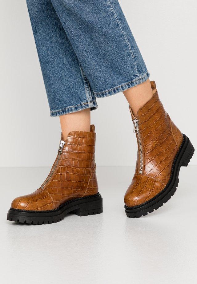 ROHAN - Kotníkové boty na platformě - safor
