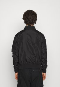 Alpha Industries - HOOD CUSTOM - Bomber Jacket - black/red - 3