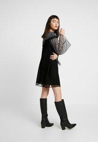 Stevie May - DO NO WRONG MINI DRESS - Denní šaty - black - 2