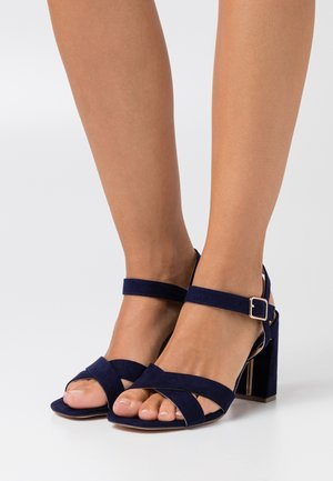 WIDE FIT SELENA BLOCK  - Sandalias de tacón - navy
