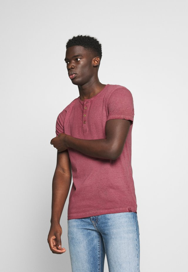 KESWICK - T-shirt basic - bordeaux