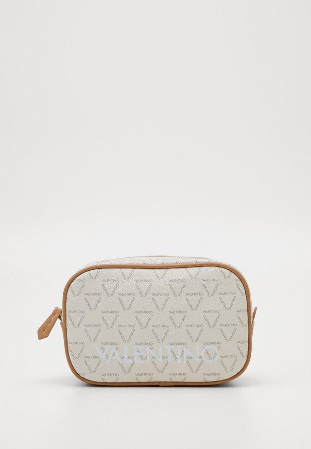 LIUTO - Kosmetická taška - ecru/multi