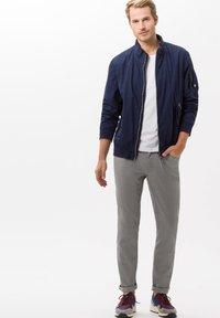 BRAX - STYLE CHUCK - Straight leg jeans - platin - 1