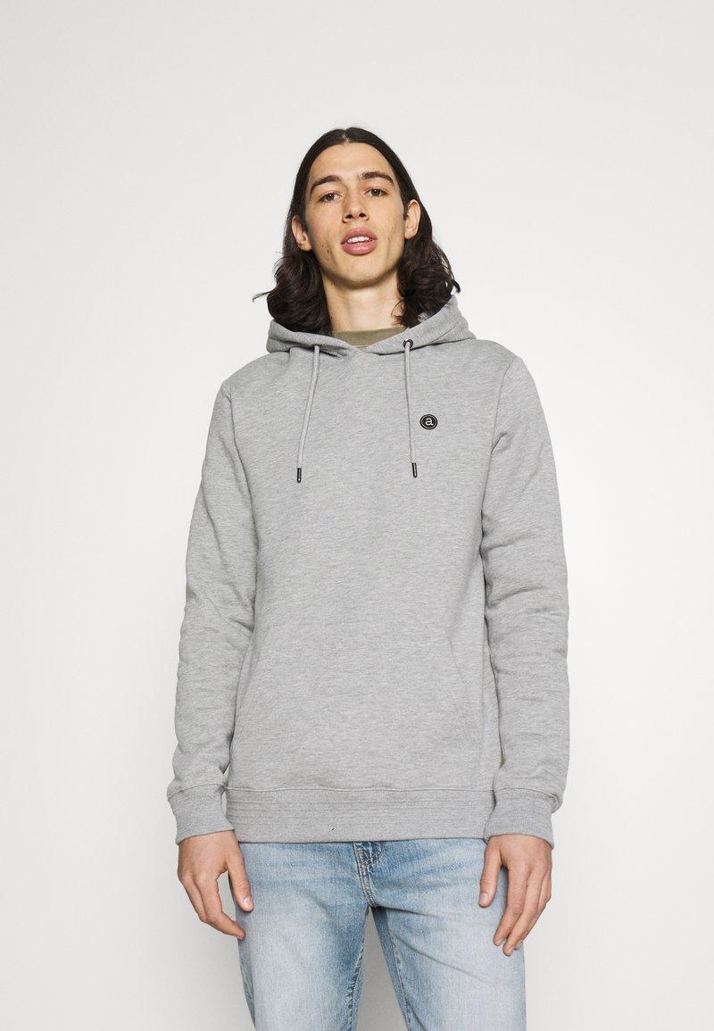 Anerkjendt - AKNIGEL ORGANIC HOODIE - Sweatshirt - light grey melange