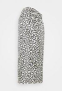 Topshop Maternity - SPOT PRINT SARONG - Pouzdrová sukně - mono - 0