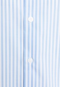 Calvin Klein Tailored - BOLD STRIPE SLIM  - Zakelijk overhemd - light blue - 2
