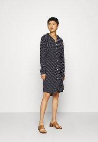 GANT - DESERT JEWEL PRINT DRESS - Košilové šaty - evening blue - 1