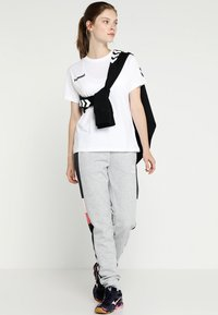 Hummel - GO WOMAN - T-shirts med print - white - 1