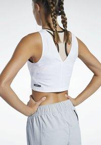 Reebok - LES MILLS® PERFORATED CROP TOP - Top - white - 4