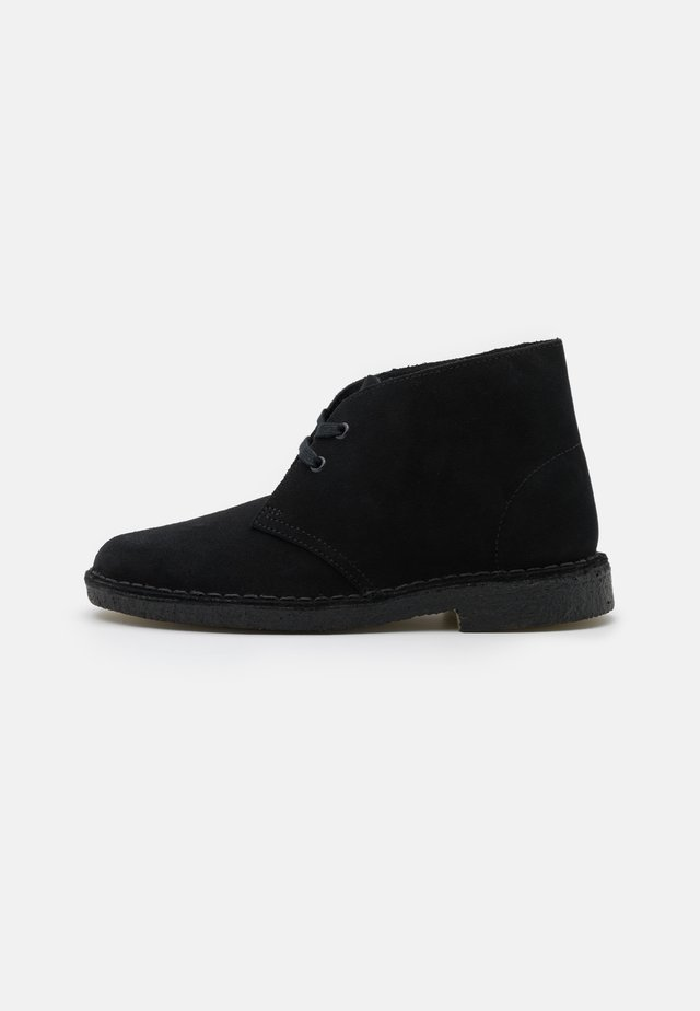 DESERT BOOT - Casual lace-ups - black