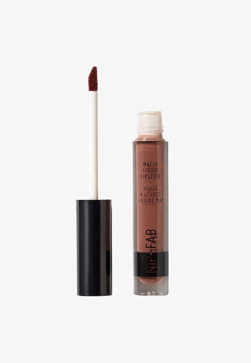 Nip+Fab - MATTE LIQUID LIPSTICK - Liquid lipstick - brownie