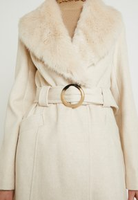 Miss Selfridge - COLLAR BELTED COAT - Kåpe / frakk - cream - 5