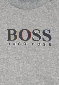 BOSS Kidswear - Sweatshirt - gris chine - 4